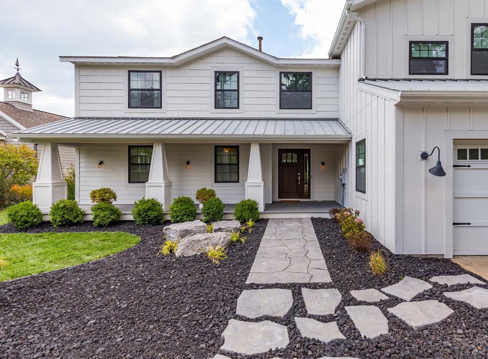 단독 가정 주택 용 매매 에 Quaint cottage along Lake Michigan 477 Lake Shore Drive South Haven, 미시건, 49090 미국