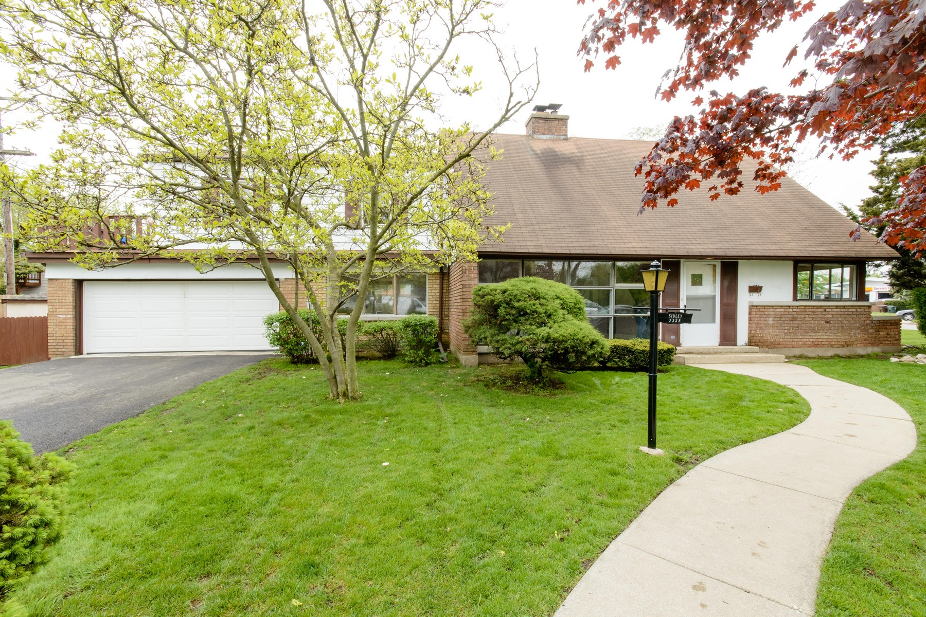 Villa per Vendita alle ore Fantastic Rehab Opportunity In Willard School District 3328 Payne Street Evanston, Illinois, 60201 Stati Uniti