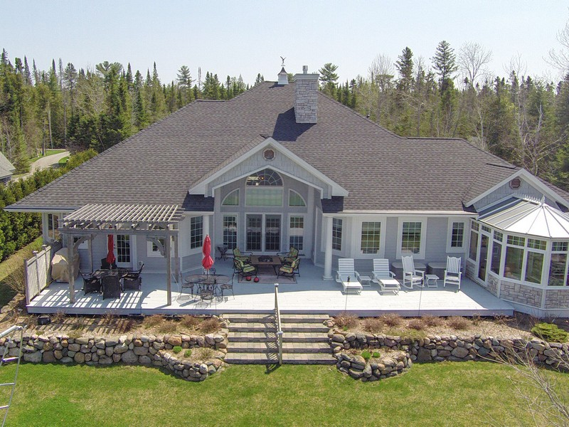 Maison unifamiliale pour l Vente à 560 Scotts Bay Drive Indian River, Michigan 49749 États-Unis