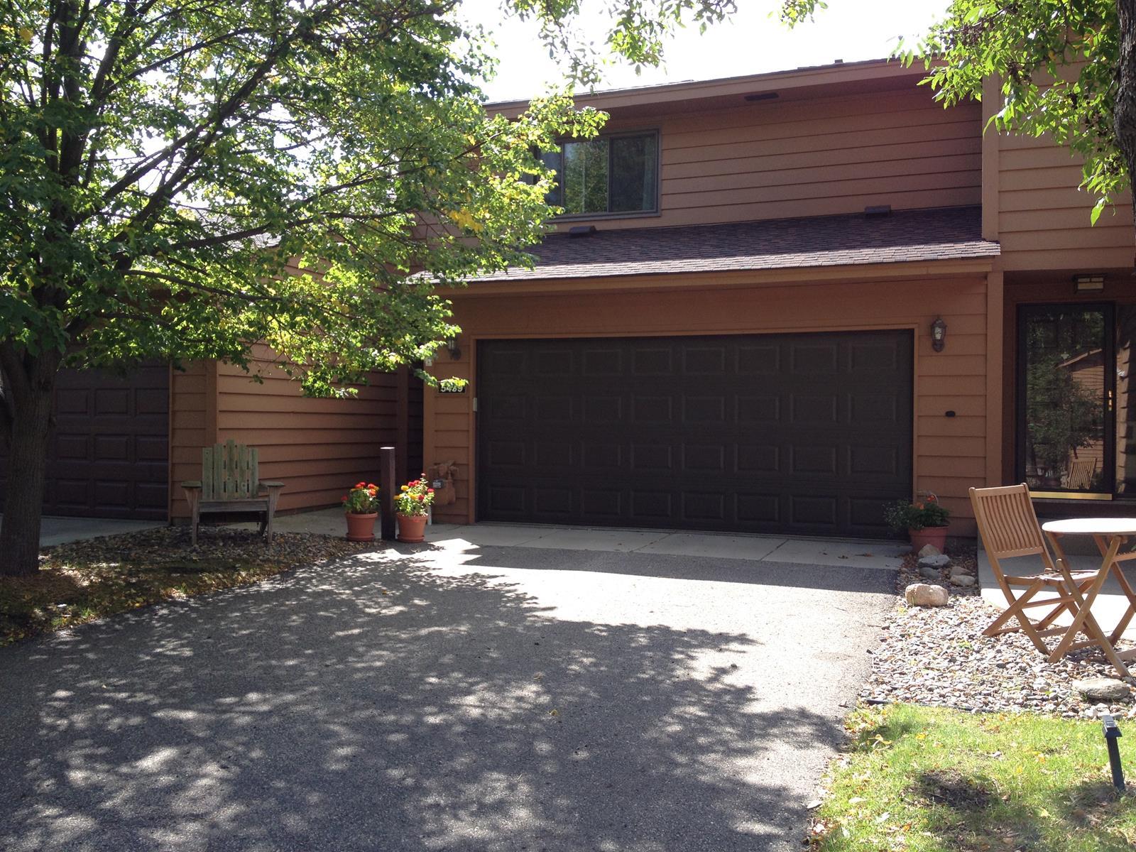 Nhà phố vì Bán tại 5439 Upper 147th Street W Apple Valley, Minnesota 55124 Hoa Kỳ