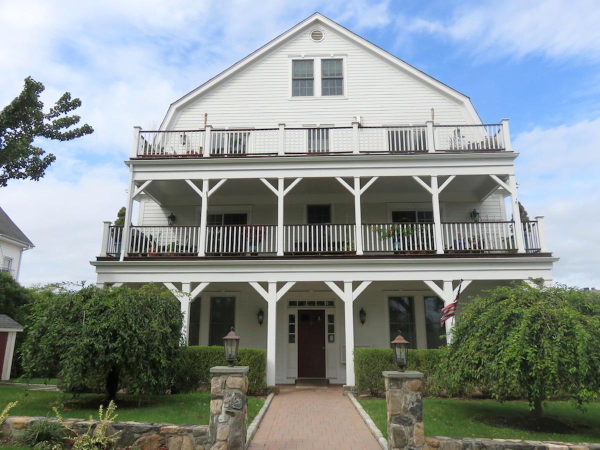Duplex für Verkauf beim SPECTACULAR DUPLEX PENTHOUSE CONDO 2 Harbor Lane #301 New Rochelle, New York 10805 Vereinigte Staaten