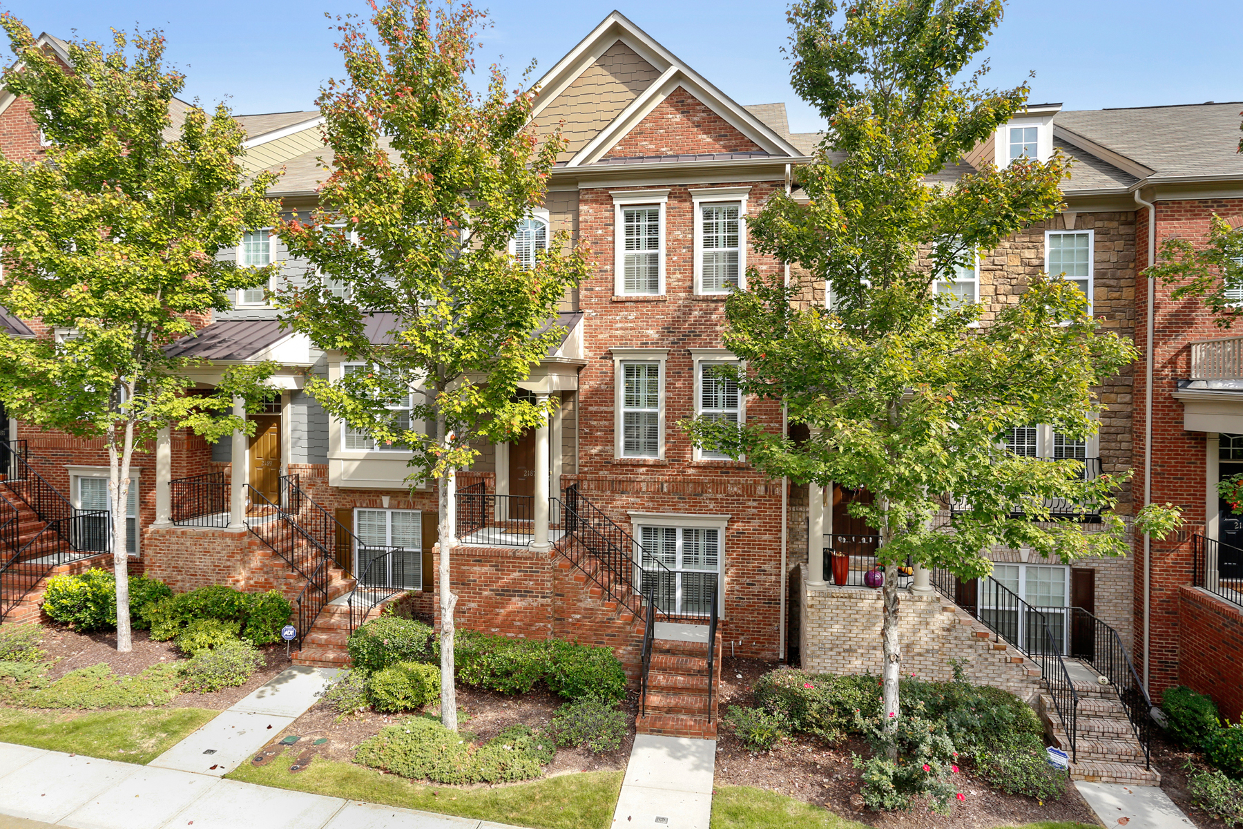 联栋屋 为 销售 在 Pristine Townhome In The Heart Of Brookhaven 2187 Weldonberry Drive 亚特兰大, 乔治亚州, 30319 美国