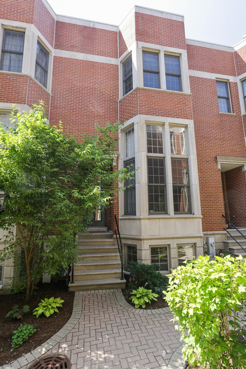 Residência urbana para Venda às Sought After Townhome 18 N Ada Street Unit E Near West Side, Chicago, Illinois, 60607 Estados Unidos