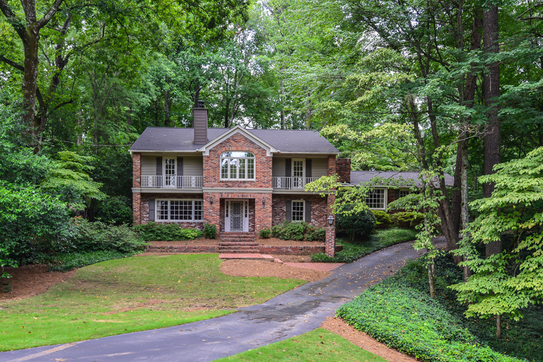 Maison unifamiliale pour l Vente à Sandy Springs - Riverside Traditional 6295 River Overlook Drive Sandy Springs, Georgia, 30328 États-Unis