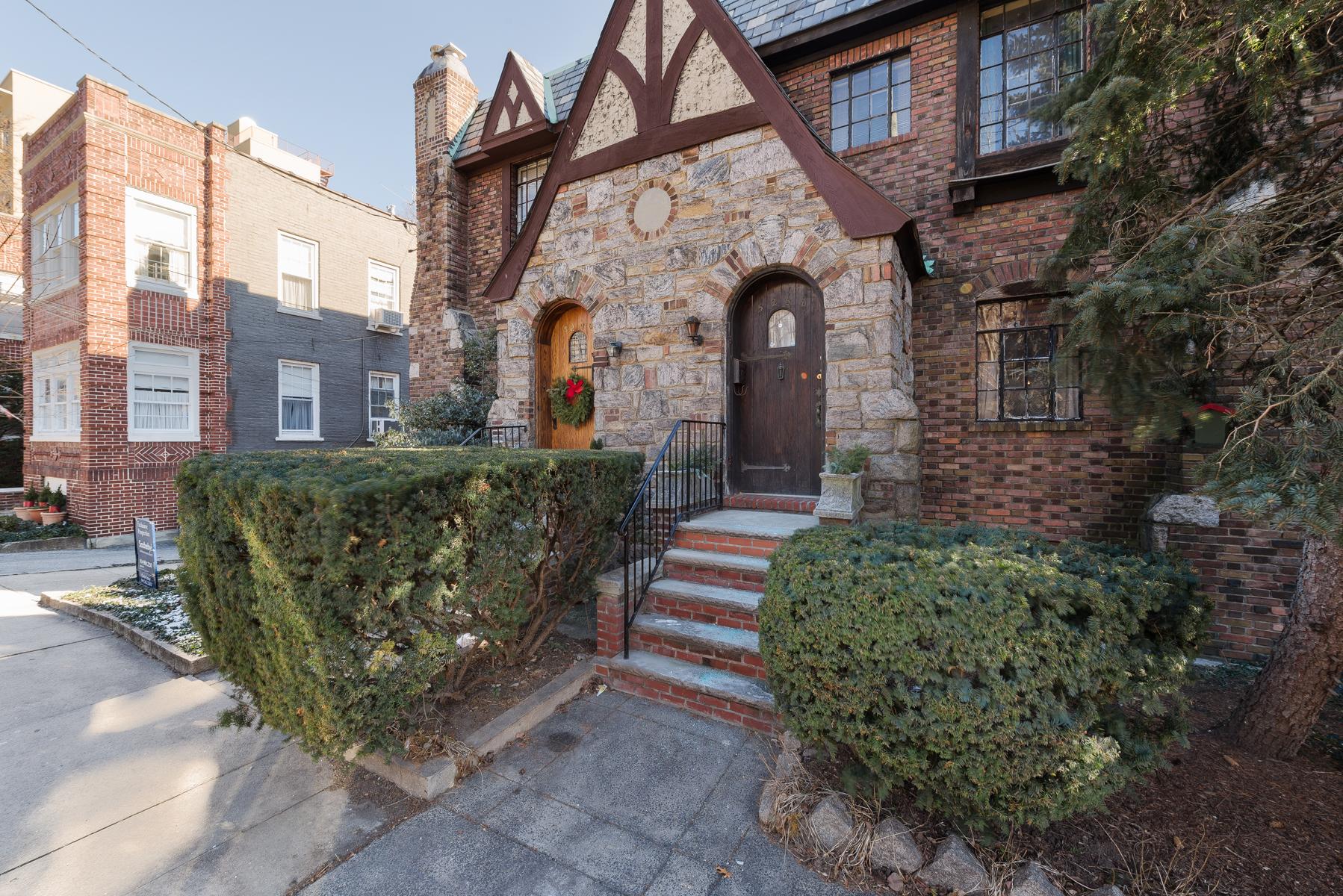 獨棟家庭住宅 為 出售 在 Prewar Single Family Home 5268 Post Road Riverdale, 紐約州, 10471 美國