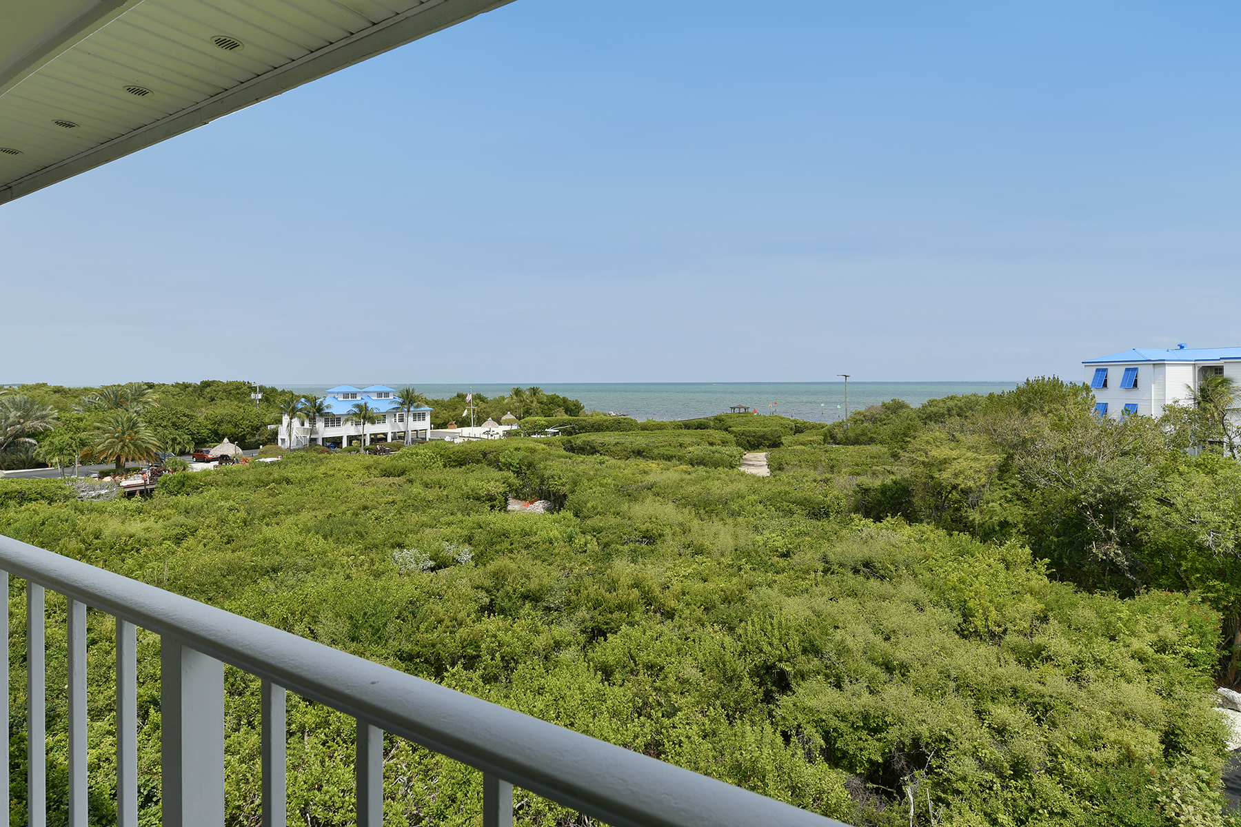 Condominio por un Venta en Desirable Oceanfront Unit 500 Burton Drive #5416 Key Largo, Florida, 33070 Estados Unidos
