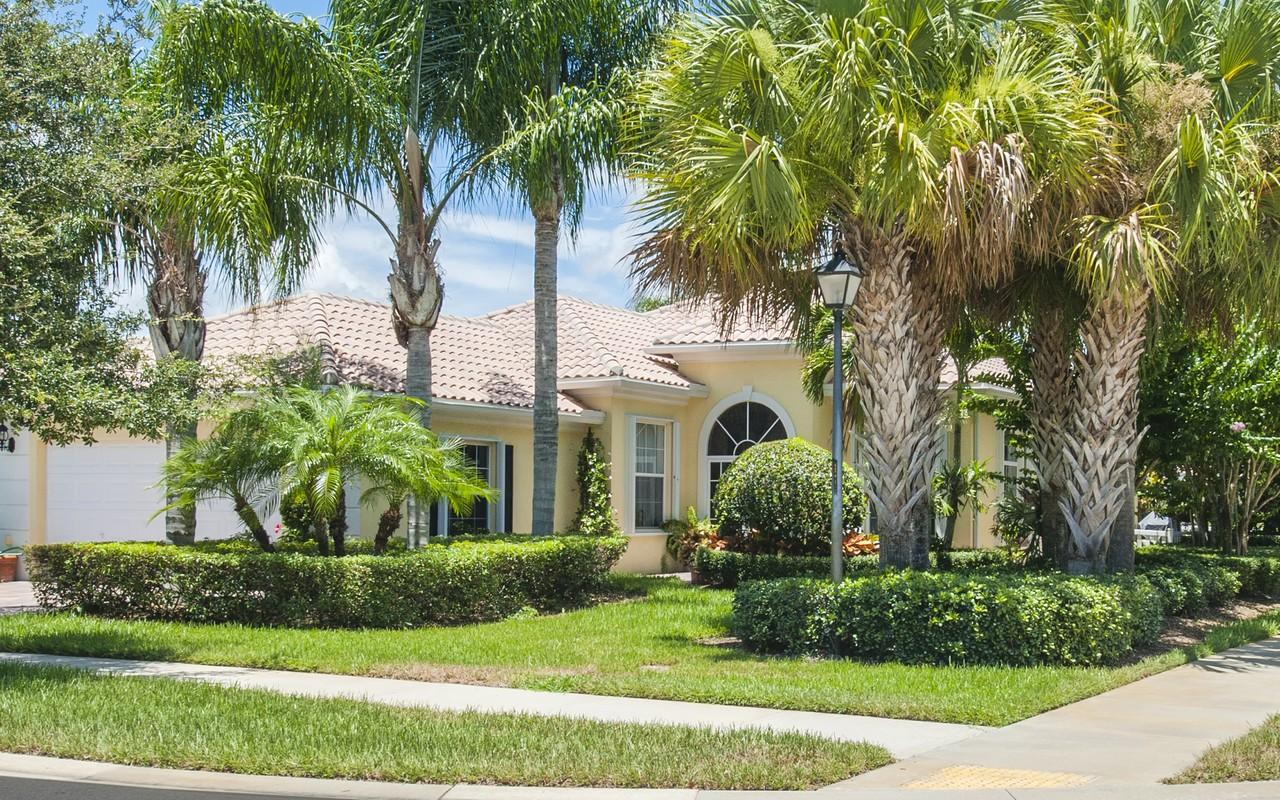 Moradia para Venda às Exquisite Oakmont model 5350 Corsica Place Vero Beach, Florida, 32967 Estados Unidos