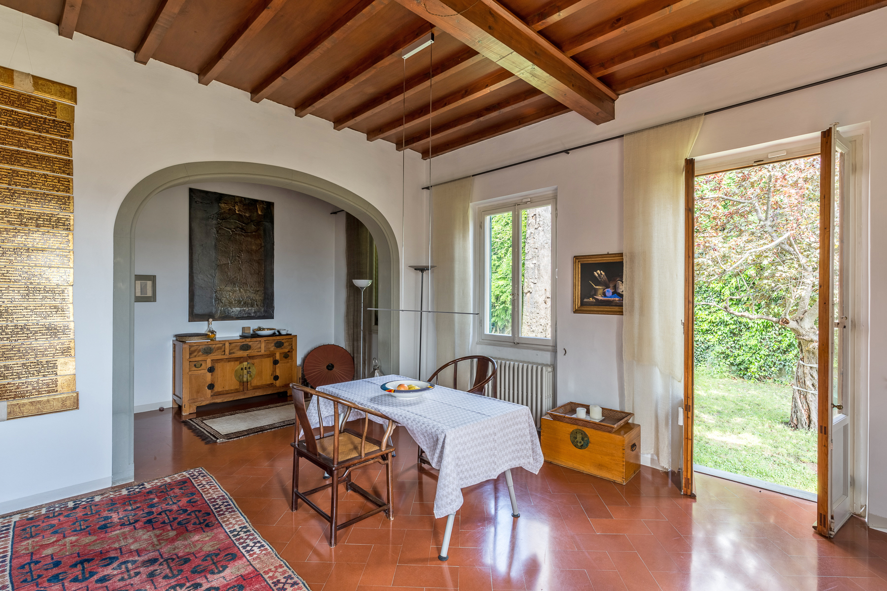 Additional photo for property listing at Luminoso appartamento con giardino privato Via della Lastra Firenze, Firenze 50139 Italia