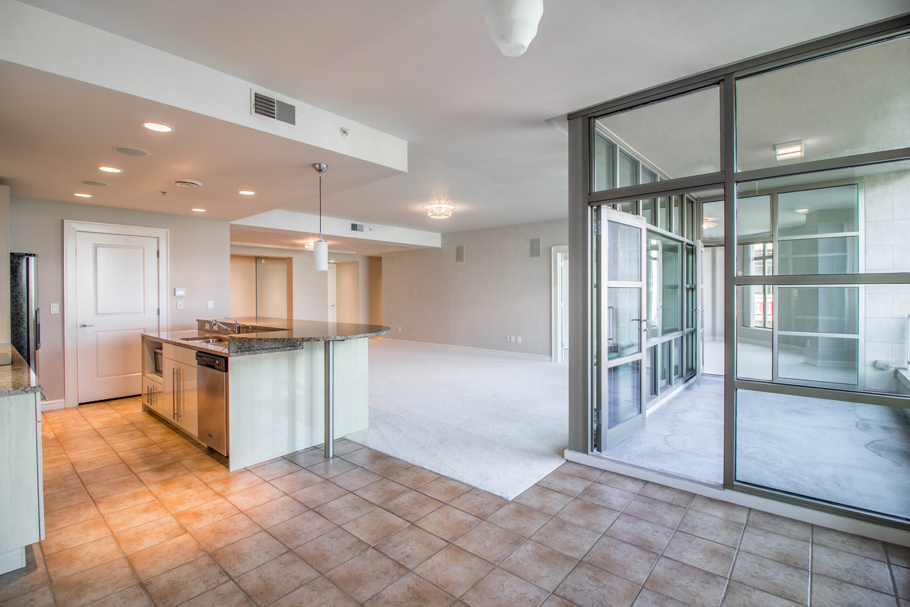 Additional photo for property listing at An Inviting Upscale Condominium Residence in the Heart of Downtown Atlanta 250 Park Avenue West NW Unit 404 Atlanta, ジョージア 30313 アメリカ合衆国