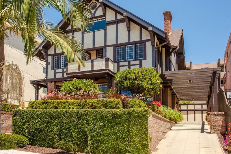 Casa Unifamiliar por un Venta en 2333 Albatross Street San Diego, California 92101 Estados Unidos