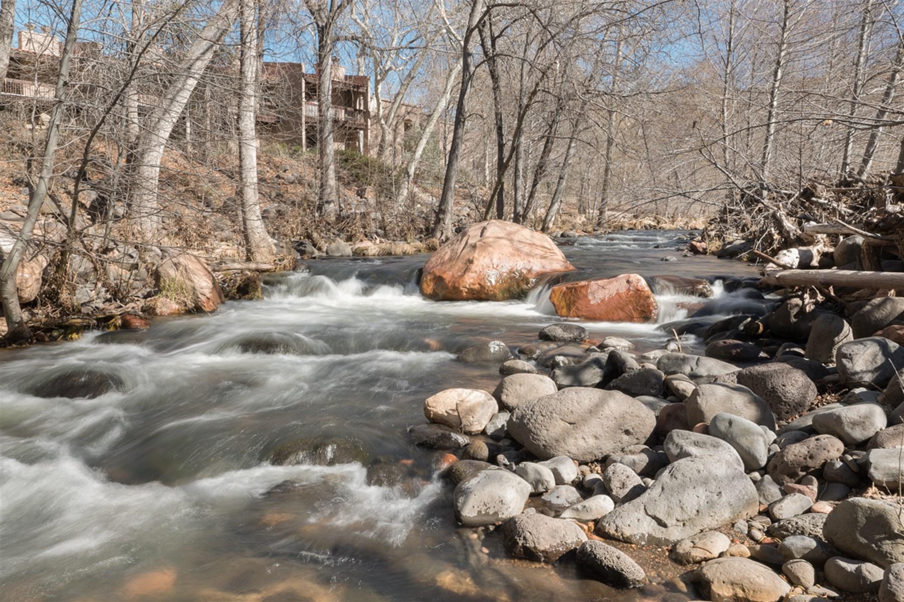 Земля для того Продажа на Rare, Creek Front Sedona Property 400 Bear Wallow Sedona, Аризона 86336 Соединенные Штаты