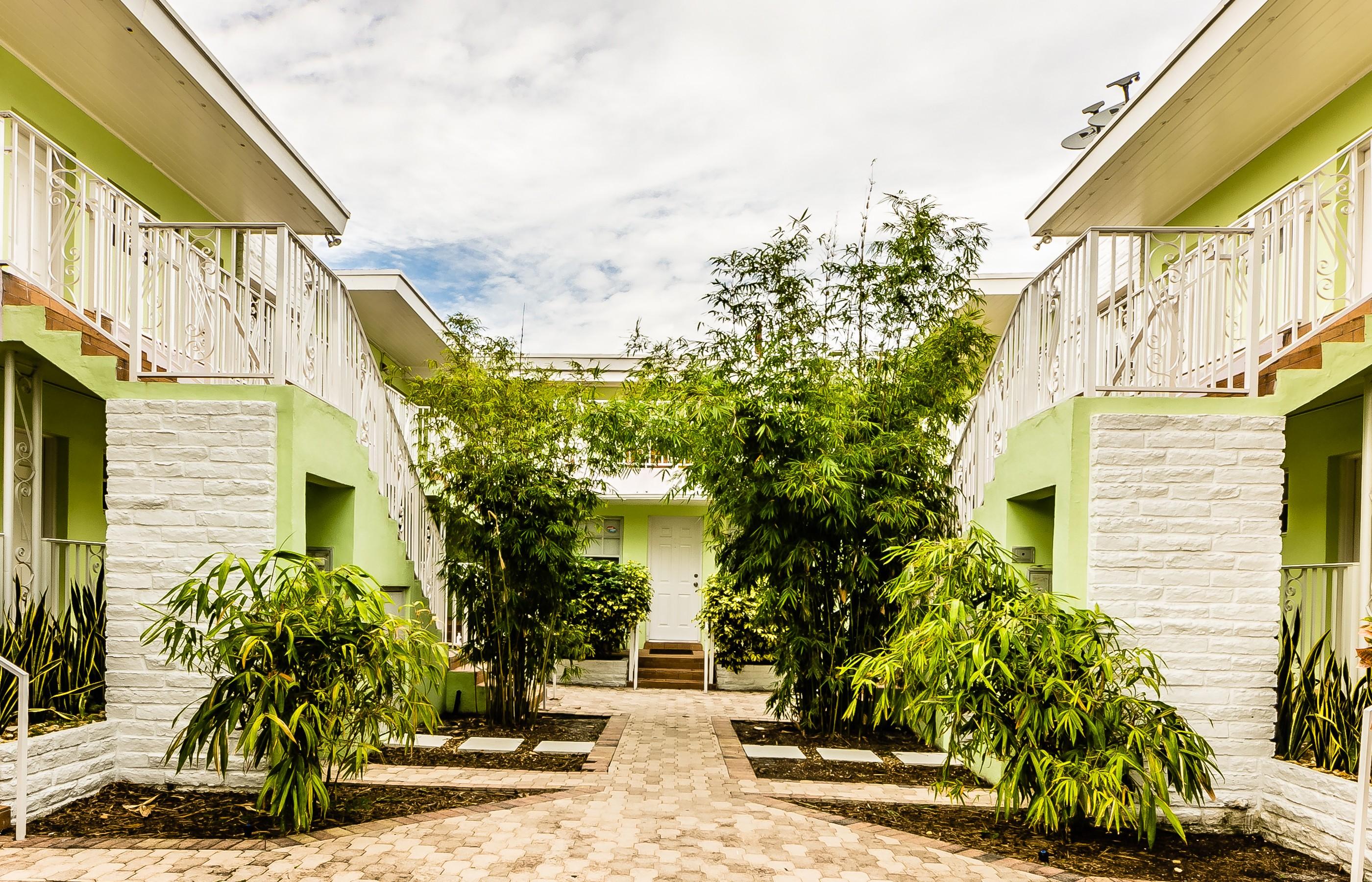 Condominio por un Venta en 915 8TH St #203 Miami Beach, Florida 33139 Estados Unidos