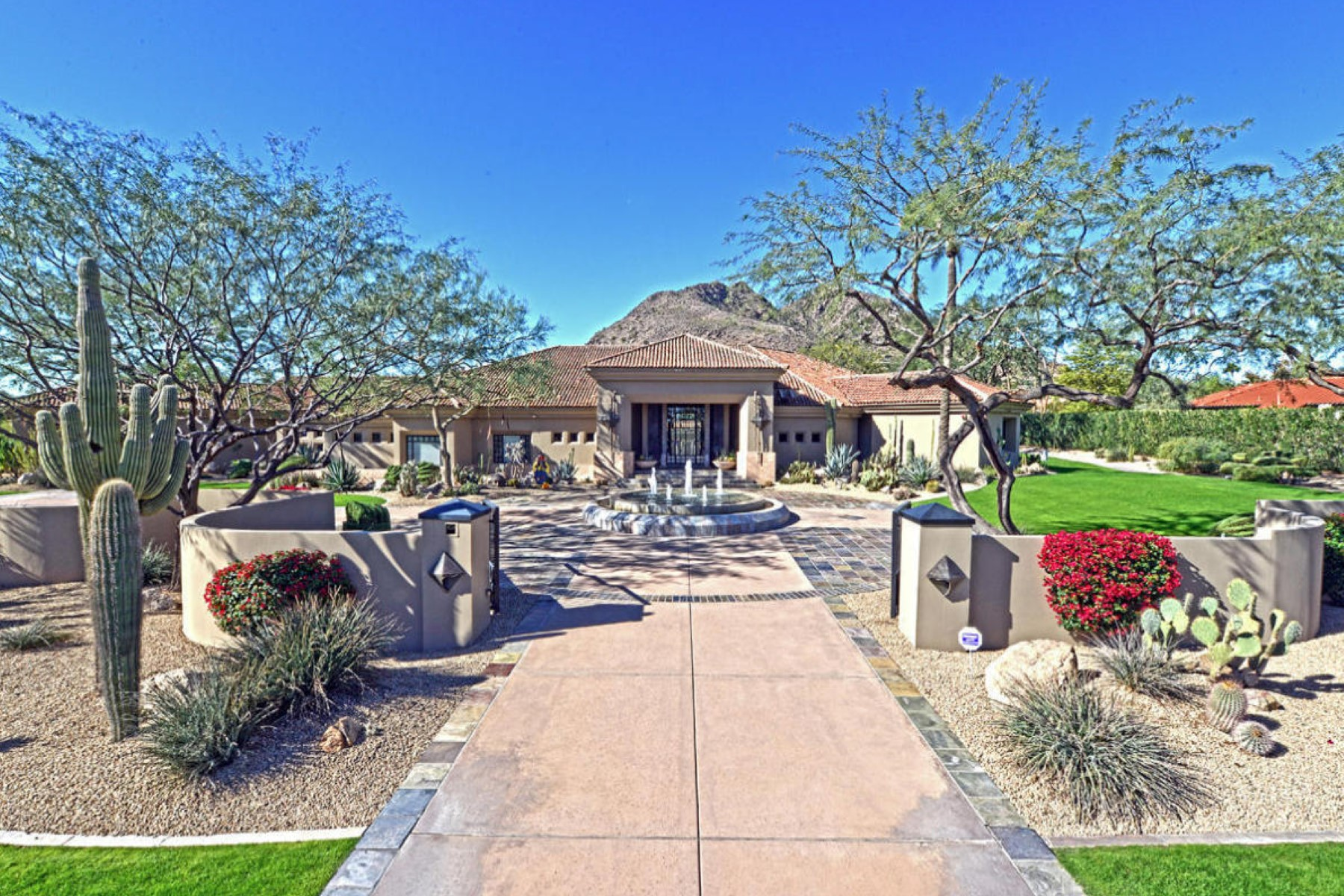 Tek Ailelik Ev için Satış at Valley's iconic streets sits a grand Paradise Valley estate on over 2 gated-acre 5102 N Wilkinson Rd Paradise Valley, Arizona, 85253 Amerika Birleşik Devletleri