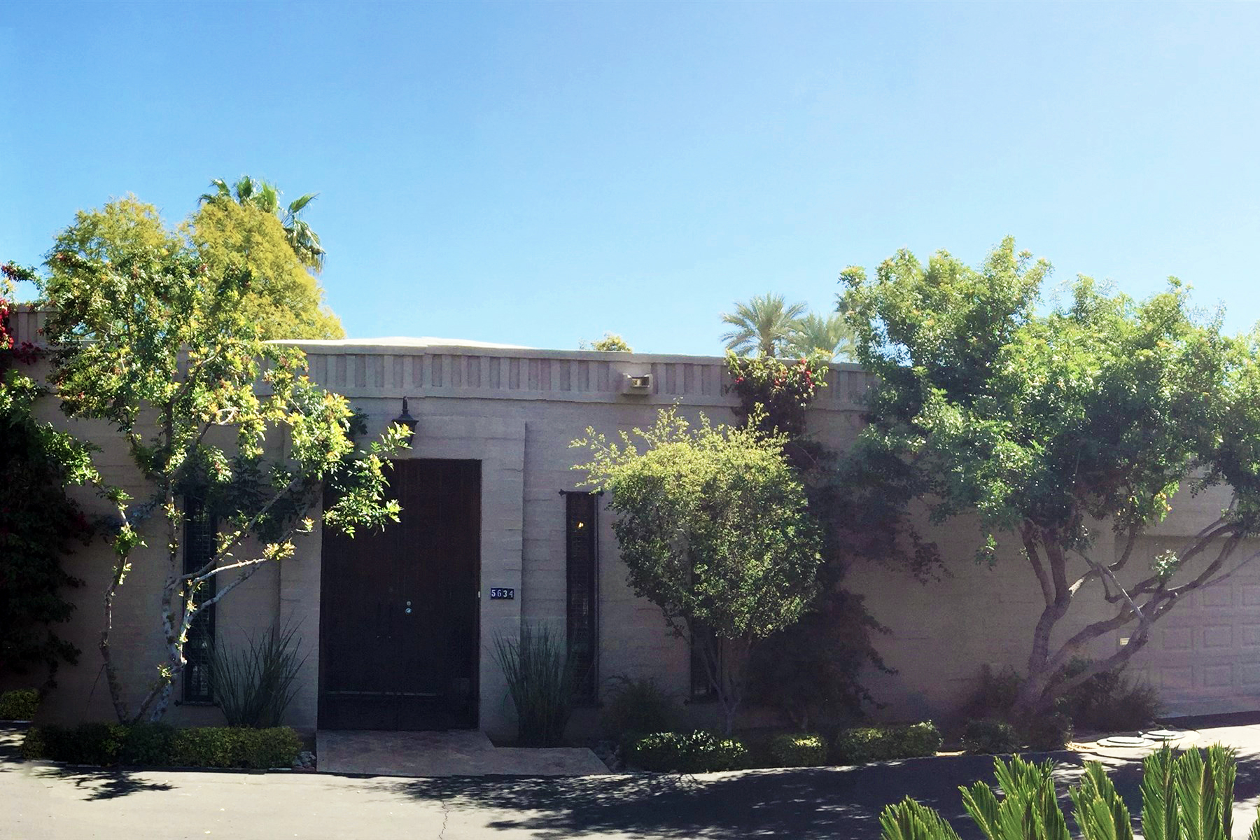 Stadthaus für Verkauf beim Coveted Single Level Urban Town Home in the Hidden Gem of ''Scottsdale North'' 5634 N Scottsdale Rd Paradise Valley, Arizona 85253 Vereinigte Staaten