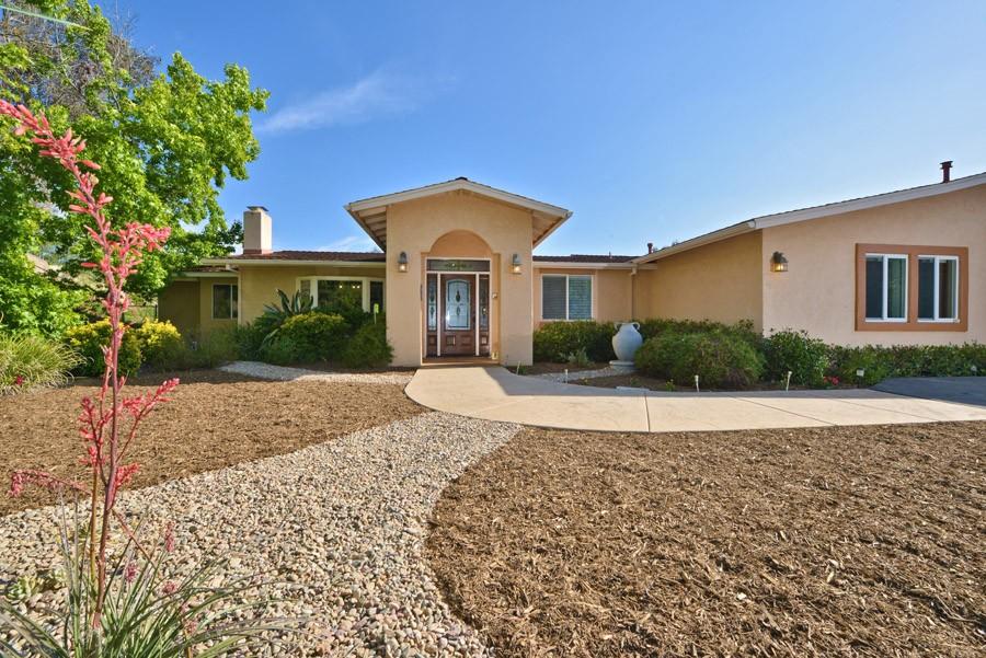 Maison unifamiliale pour l Vente à 13445 Hilldale Road Valley Center, Californie, 92082 États-Unis
