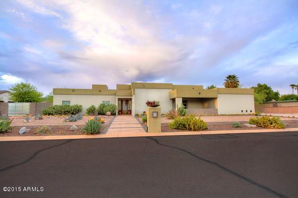 Single Family Home for Sale at Stunning Contemporary Paradise. 6418 E TURQUOISE AVE Paradise Valley, Arizona 85253 United States