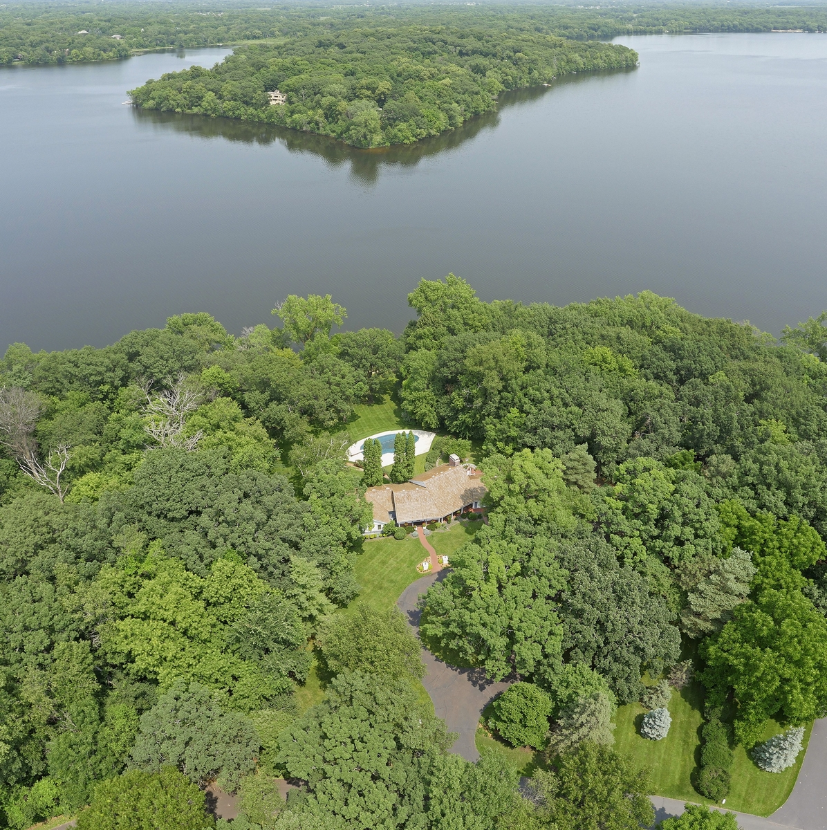 Property For Sale at Landmark Lakeshore Estate Property on Pleasant Lake