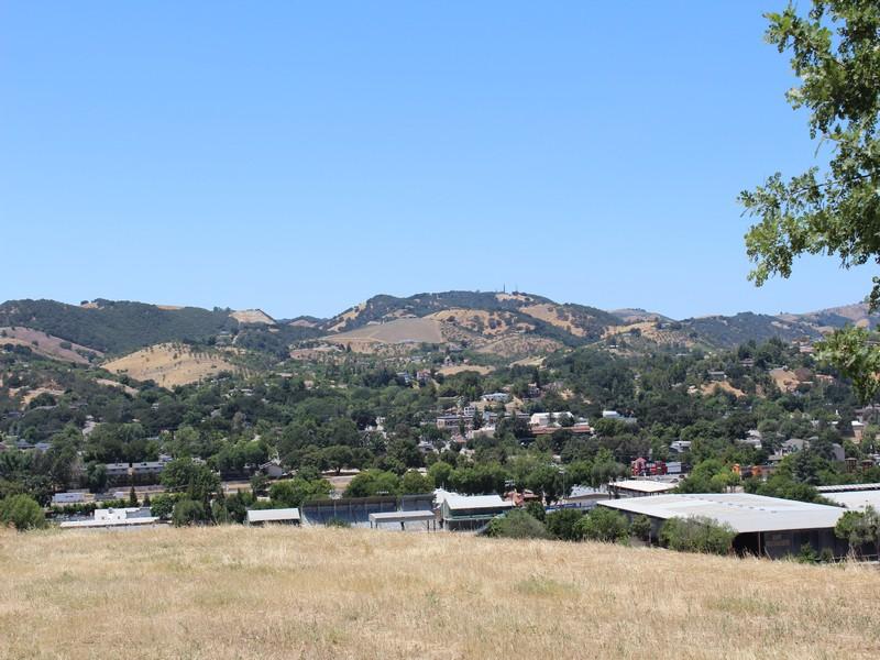 Земля для того Продажа на Nice Sized Lot Via Lantana Lot #6 Paso Robles, Калифорния, 93446 Соединенные Штаты