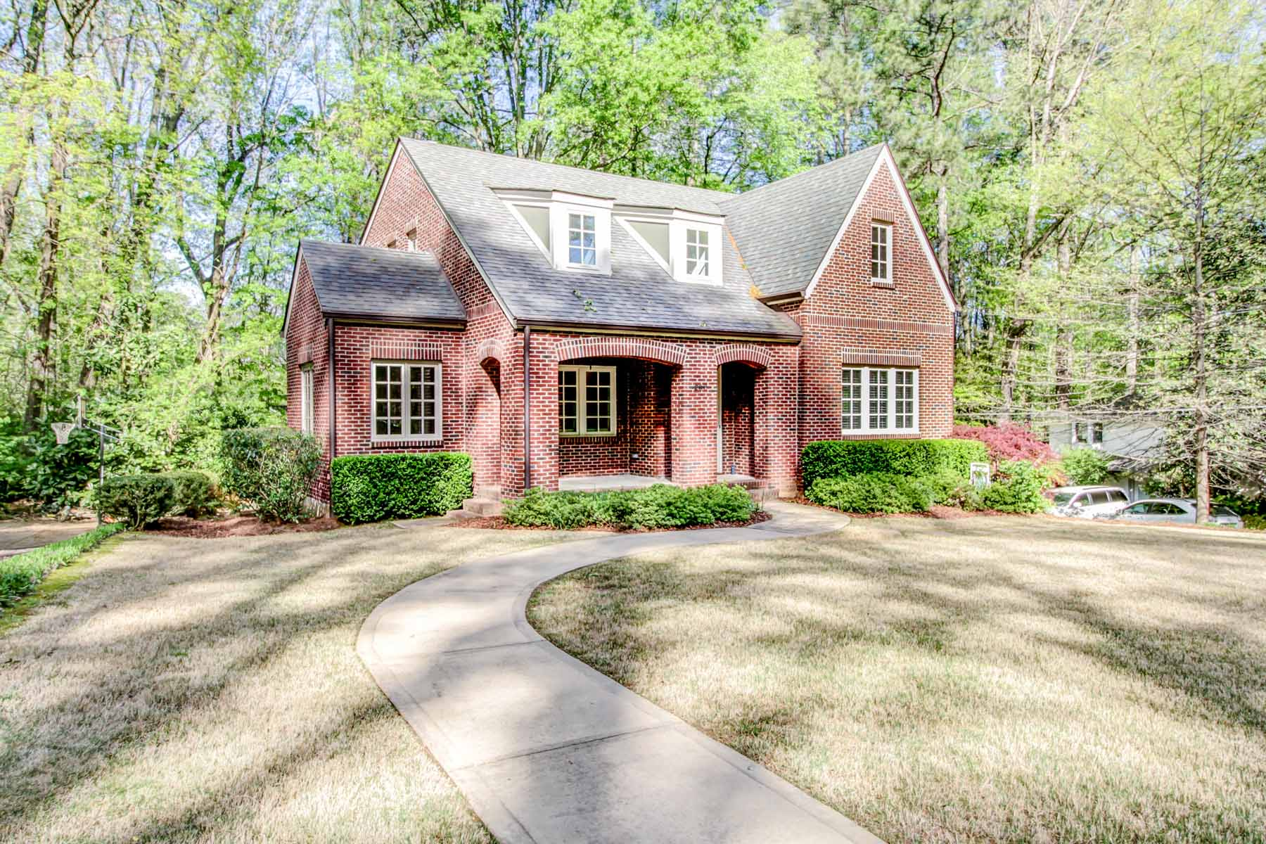 獨棟家庭住宅 為 出售 在 Unusual Opportunity for Newer Home in Historic Druid Hills! 296 Vickers Drive NE Druid Hills, Atlanta, 喬治亞州, 30307 美國