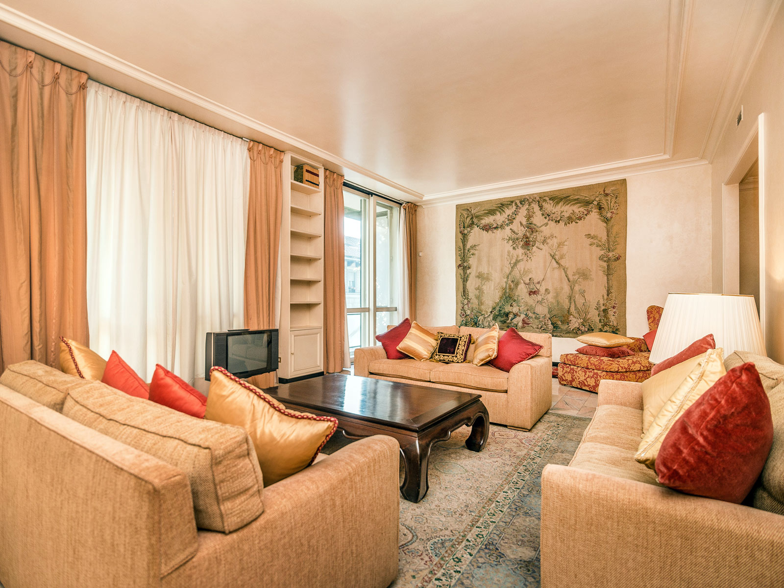 Property For Sale at Elegant apartment near Piazza San Babila