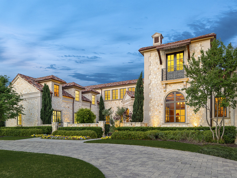 Maison unifamiliale pour l Vente à Mediterranean Retreat in the Creeks of Preston Hollow 10718 Bridge Hollow Court Dallas, Texas 75229 États-Unis