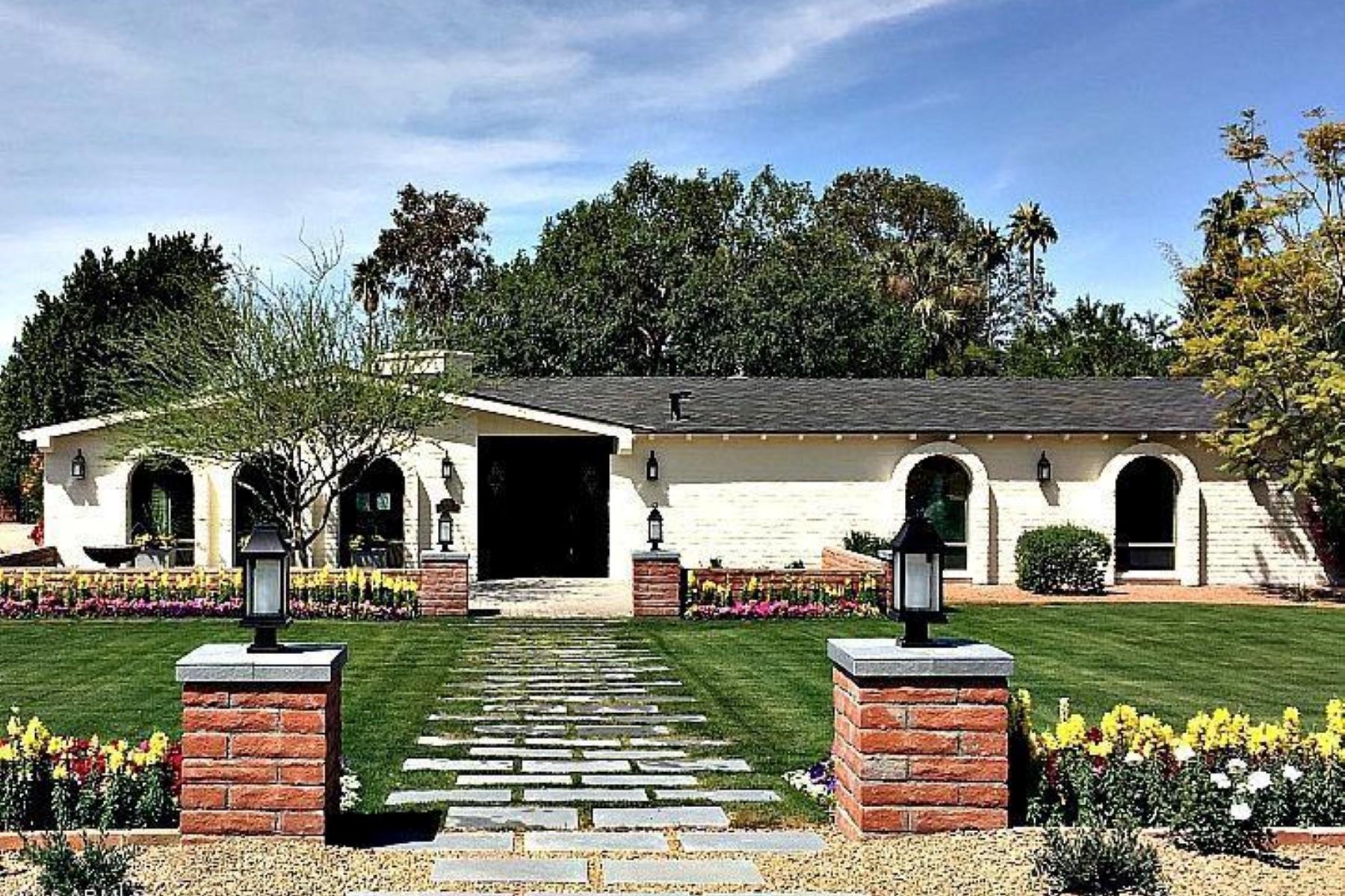 Vivienda unifamiliar por un Venta en Newly renovated contemporary cottage style home 5028 N Camelhead Rd Phoenix, Arizona, 85018 Estados Unidos