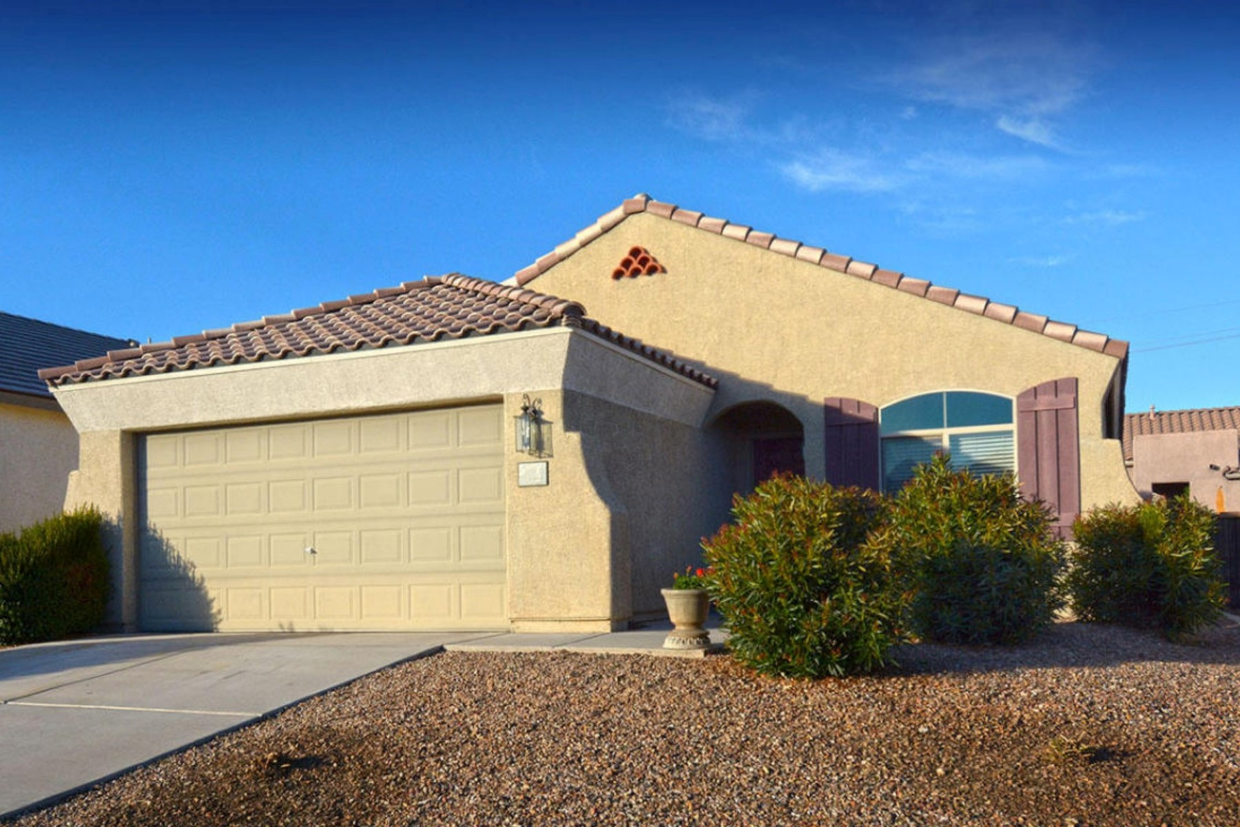 Vivienda unifamiliar por un Venta en Rare 4 Bedroom Pulte Built Residence In Popular Serenata 112 S Laurelton Way Tucson, Arizona 85748 Estados Unidos