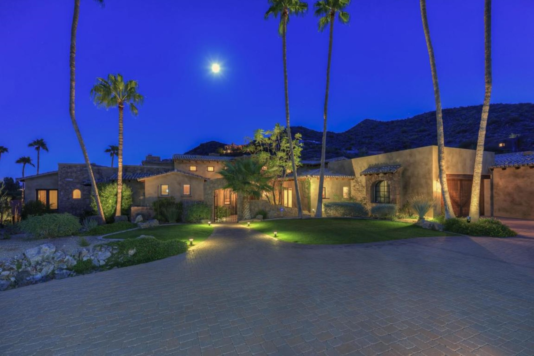 Casa Unifamiliar por un Venta en Beautiful custom home with panoramic views 8301 N Charles Dr Paradise Valley, Arizona, 85253 Estados Unidos