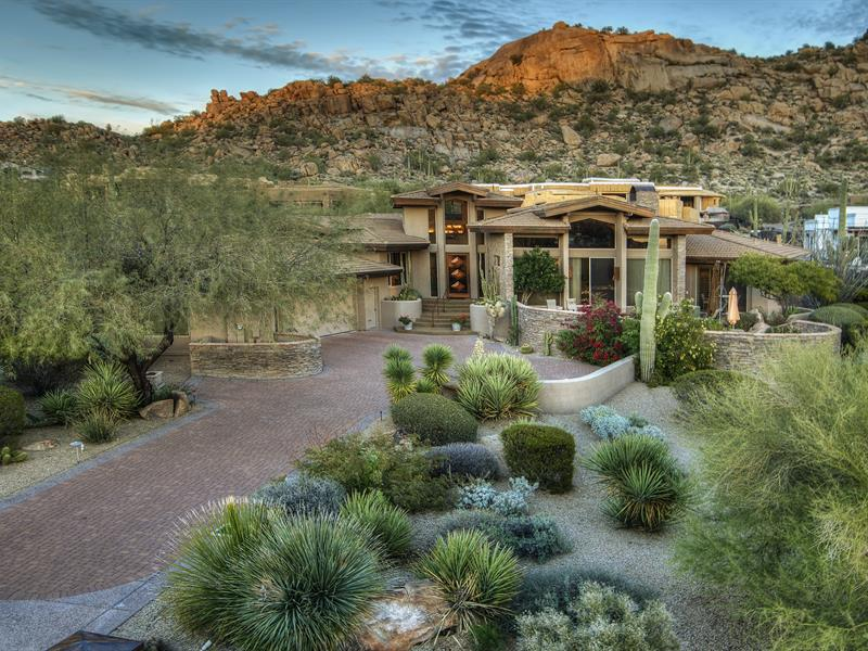 Property For Sale at Elegant Soft Contemporary in Estancia