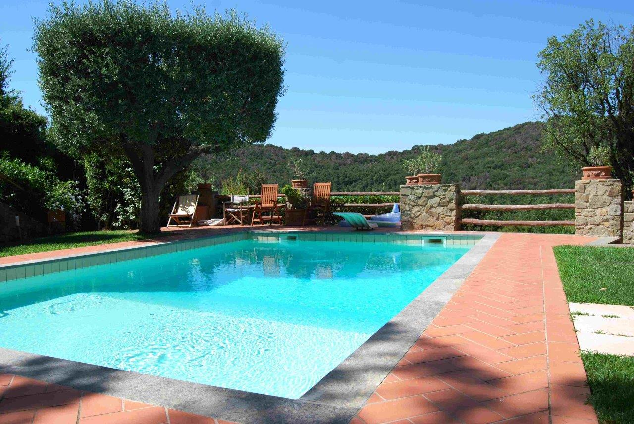 Additional photo for property listing at Modern villa with pool and garden In the exclusive resort of Punta Ala Via Poggio alle Mandrie Castiglione Della Pescaia, Grosseto 58043 Italie