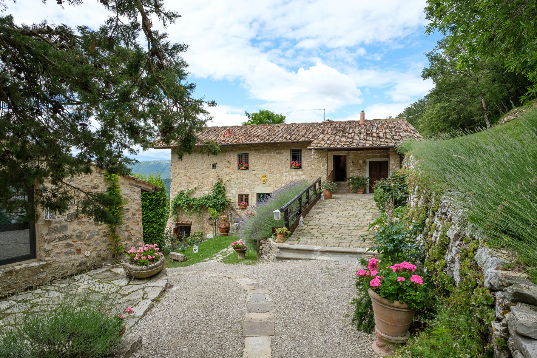 Additional photo for property listing at Antique convent on the hills of Florence Via di Vara e Lonciano Sesto Fiorentino, Florence 50019 Italien