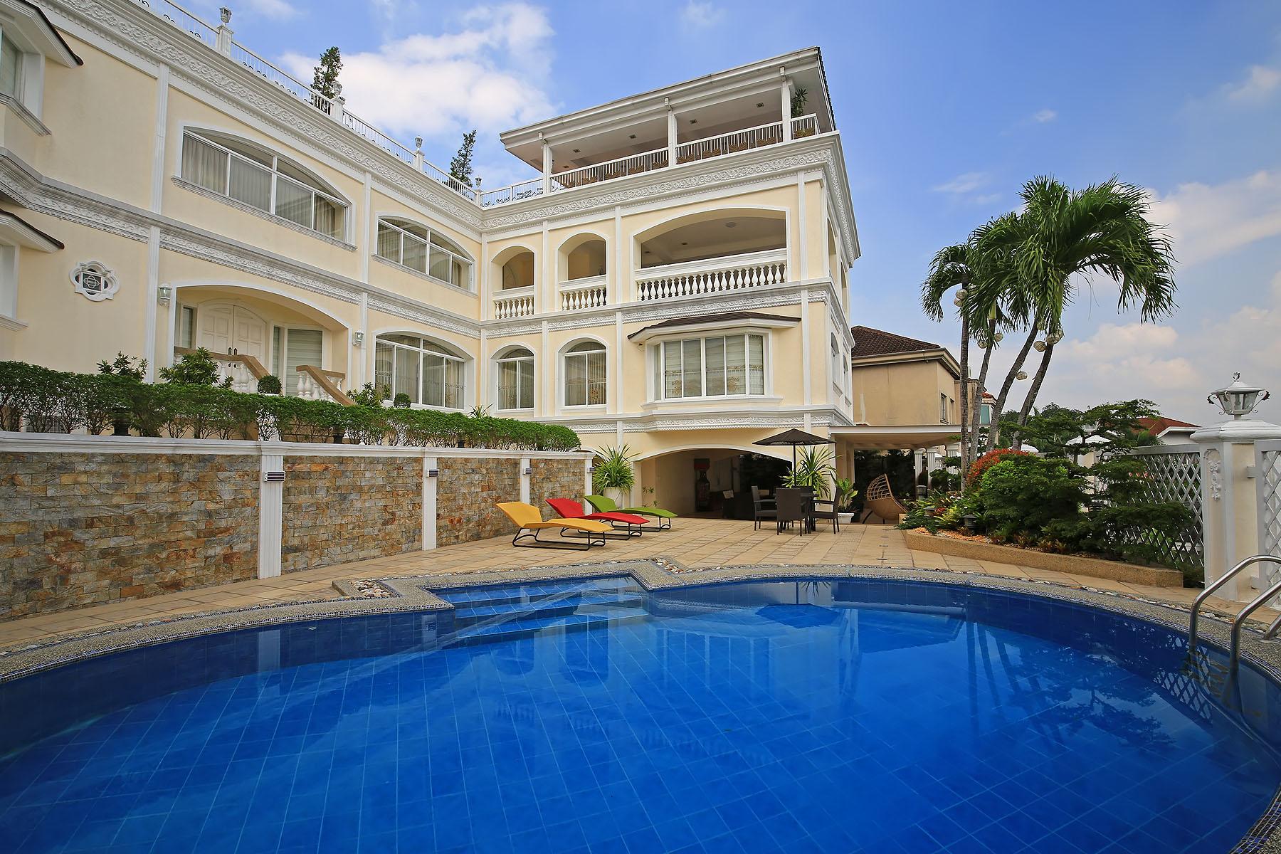 一戸建て のために 売買 アット Custom Built Versace Interior 5 Bedroom Home 24 Bonifacio St. Ayala Heights Village Quezon City, Luzon 1101 フィリピン