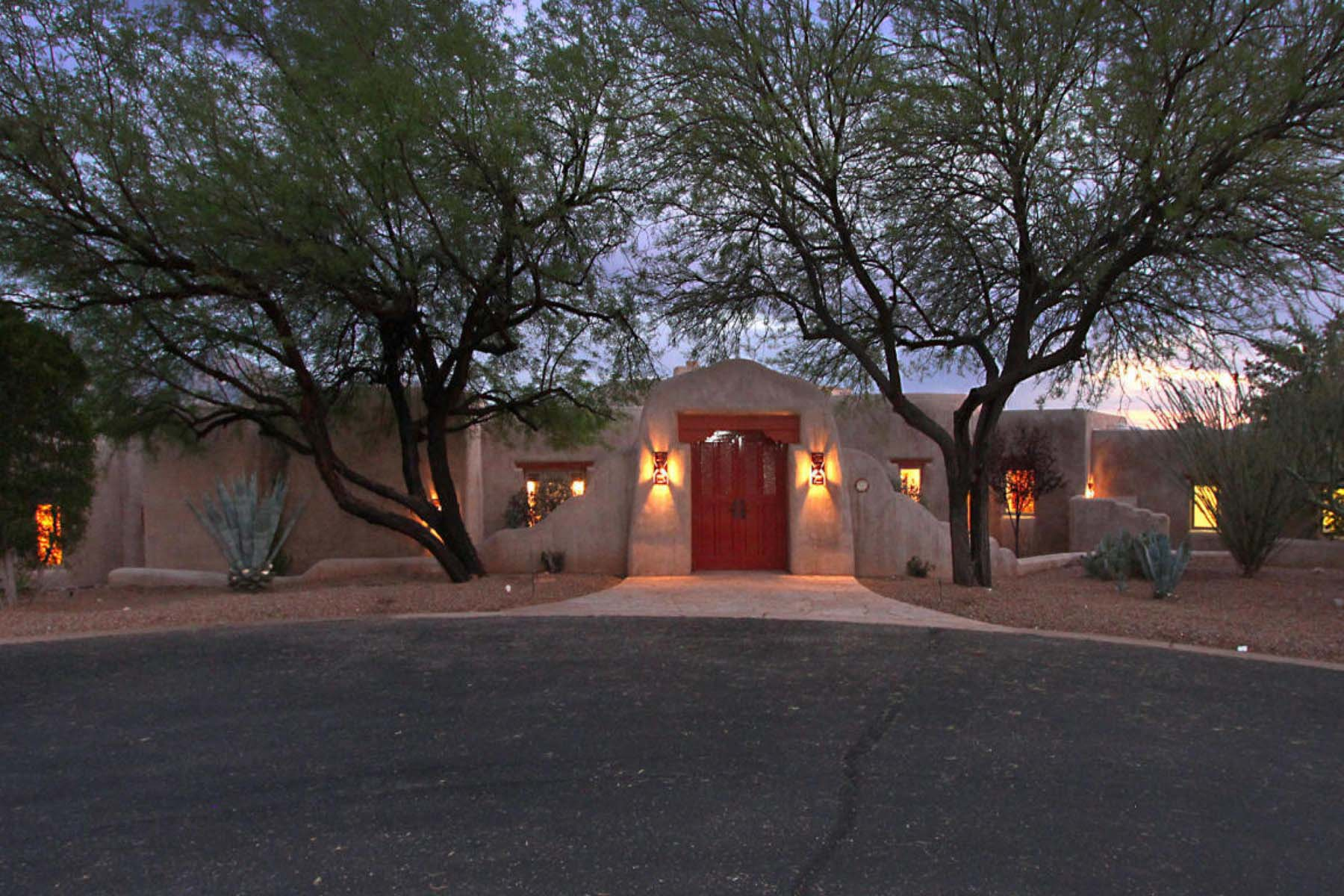 Single Family Home for Sale at Hacienda Beauty sits on the finest lot in the gated Honeybee Canyon Estates. 252 E Beekeeper Trail Oro Valley, Arizona 85755 United States