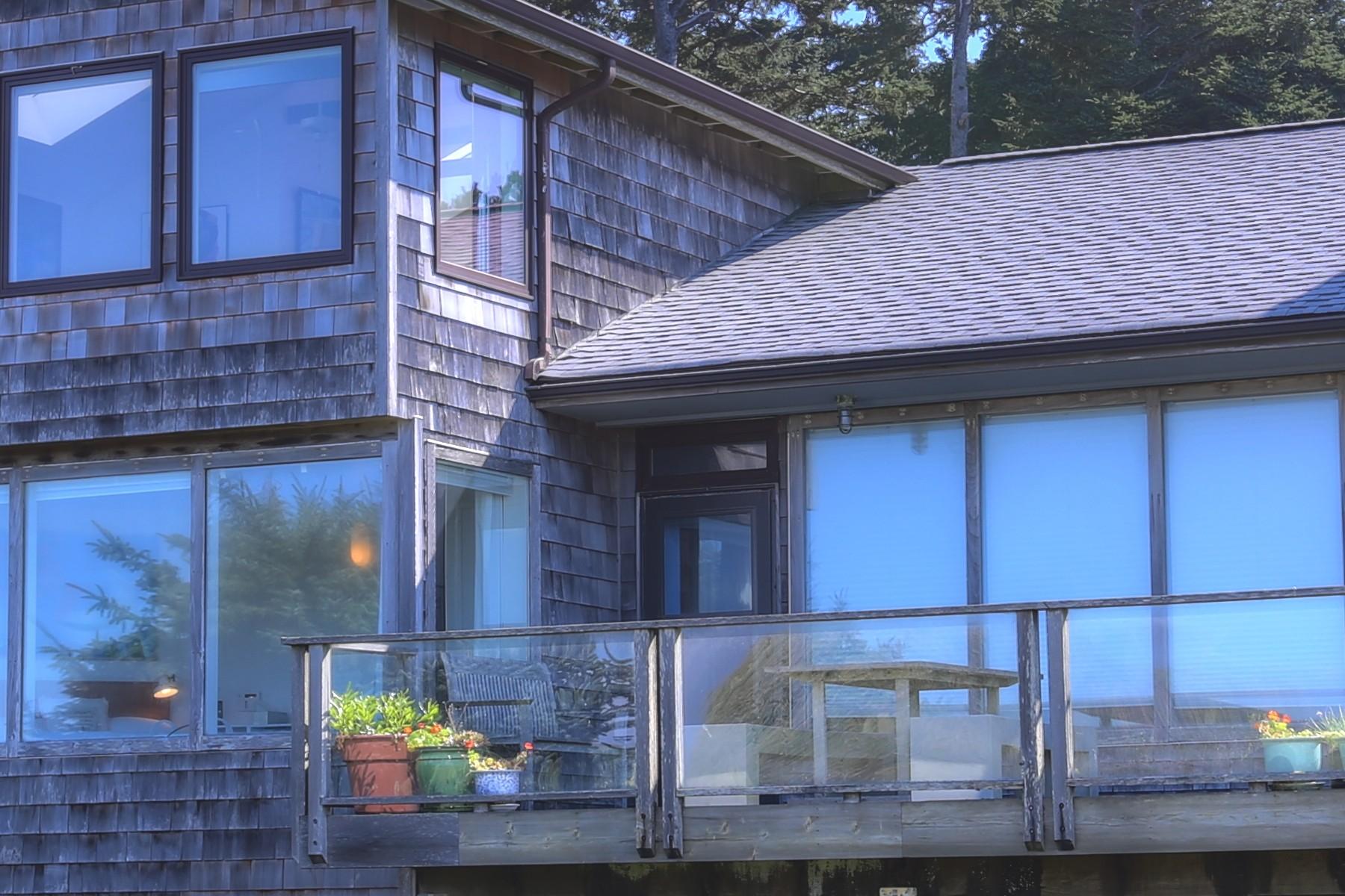 Nhà ở một gia đình vì Bán tại Rare Oceanfront Vintage Cottage 524 N. Ash Cannon Beach, Oregon 97103 Hoa Kỳ