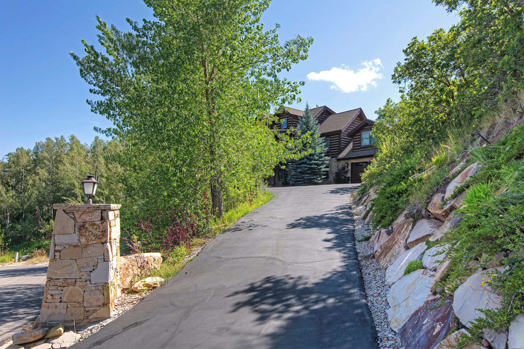 独户住宅 为 销售 在 Spectacular Views in this Gated Hideaway 9197 Canyon View Dr Park City, 犹他州 84098 美国