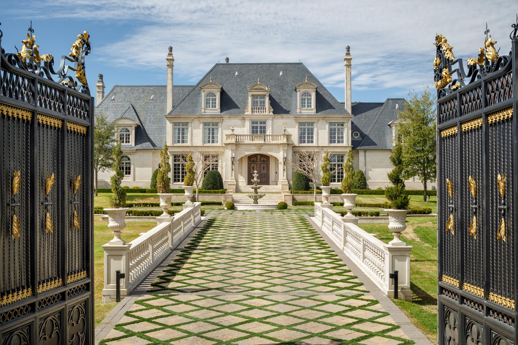 Moradia para Venda às Preston Hollow French Estate 10711 Strait Lane Dallas, Texas, 75229 Estados Unidos