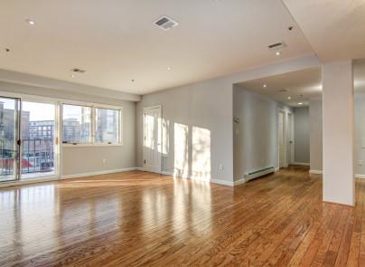 独户住宅 为 销售 在 Downtown Park Ave 2BR + Parking! 72 Park Ave #2B 霍博肯, 新泽西州, 07030 美国