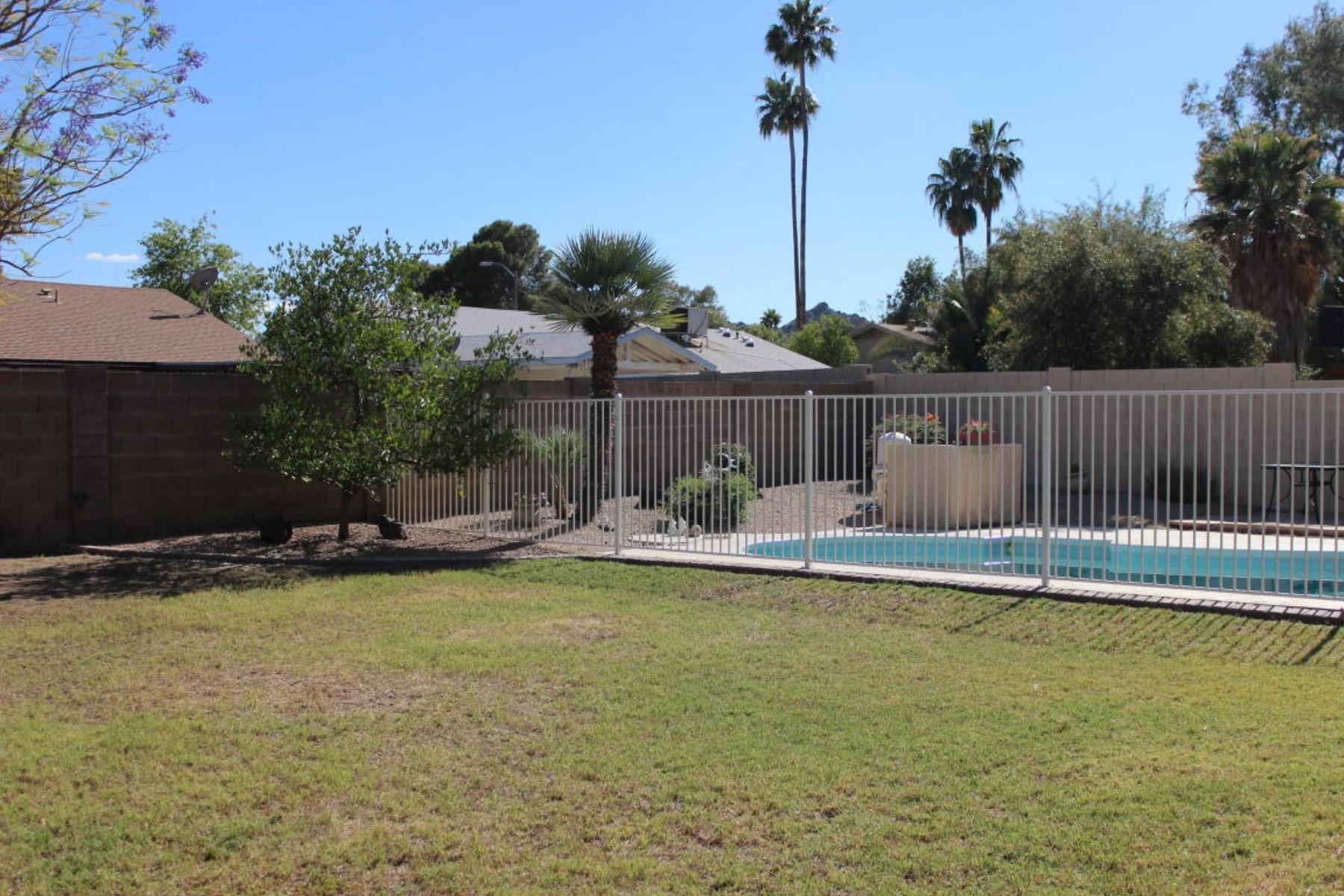 Maison unifamiliale pour l Vente à Charming, updated home near the Phoenix Mountain Preserve. 2647 E CHOLLA ST Phoenix, Arizona 85028 États-Unis