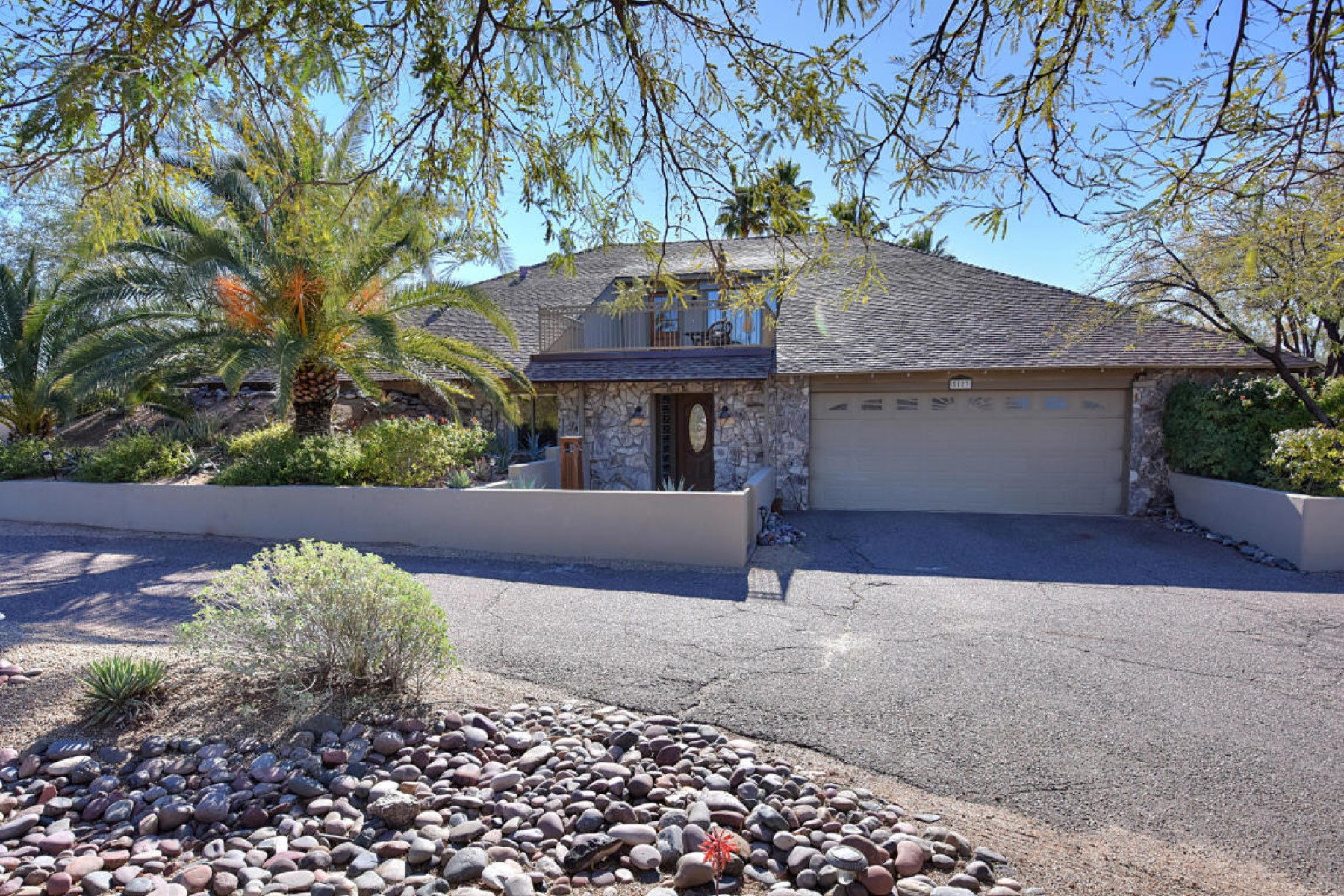 Single Family Home for Sale at Unique and beautifully remodeled home 5123 E Rancho del Oro Dr Cave Creek, Arizona 85331 United States