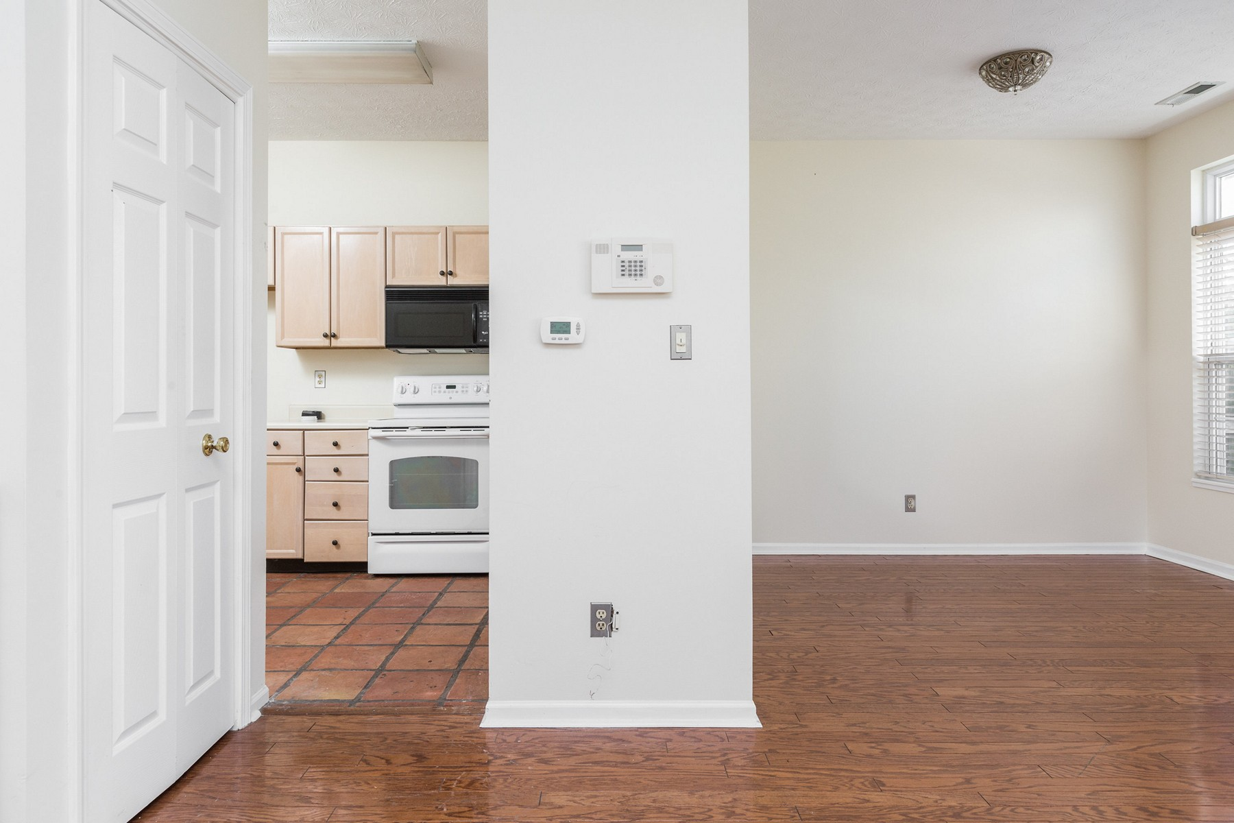 Additional photo for property listing at End Unit With Water View 7948 Windham Lake Way Indianapolis, Indiana 46214 Estados Unidos