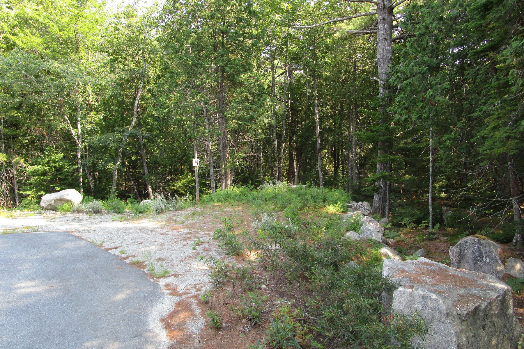 Terreno por un Venta en Echo Woods Road Lot 4 Lot 4 Echo Woods Road Mount Desert, Maine, 04660 Estados Unidos