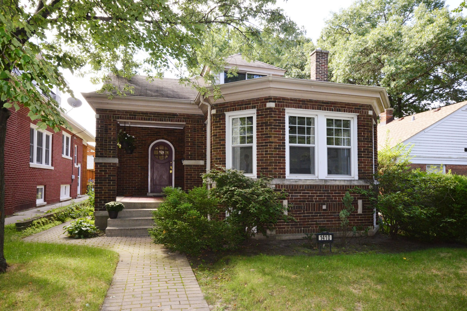 Casa para uma família para Venda às Charming, Classic Brick Bungalow 1410 Cleveland Street Evanston, Illinois, 60202 Estados Unidos