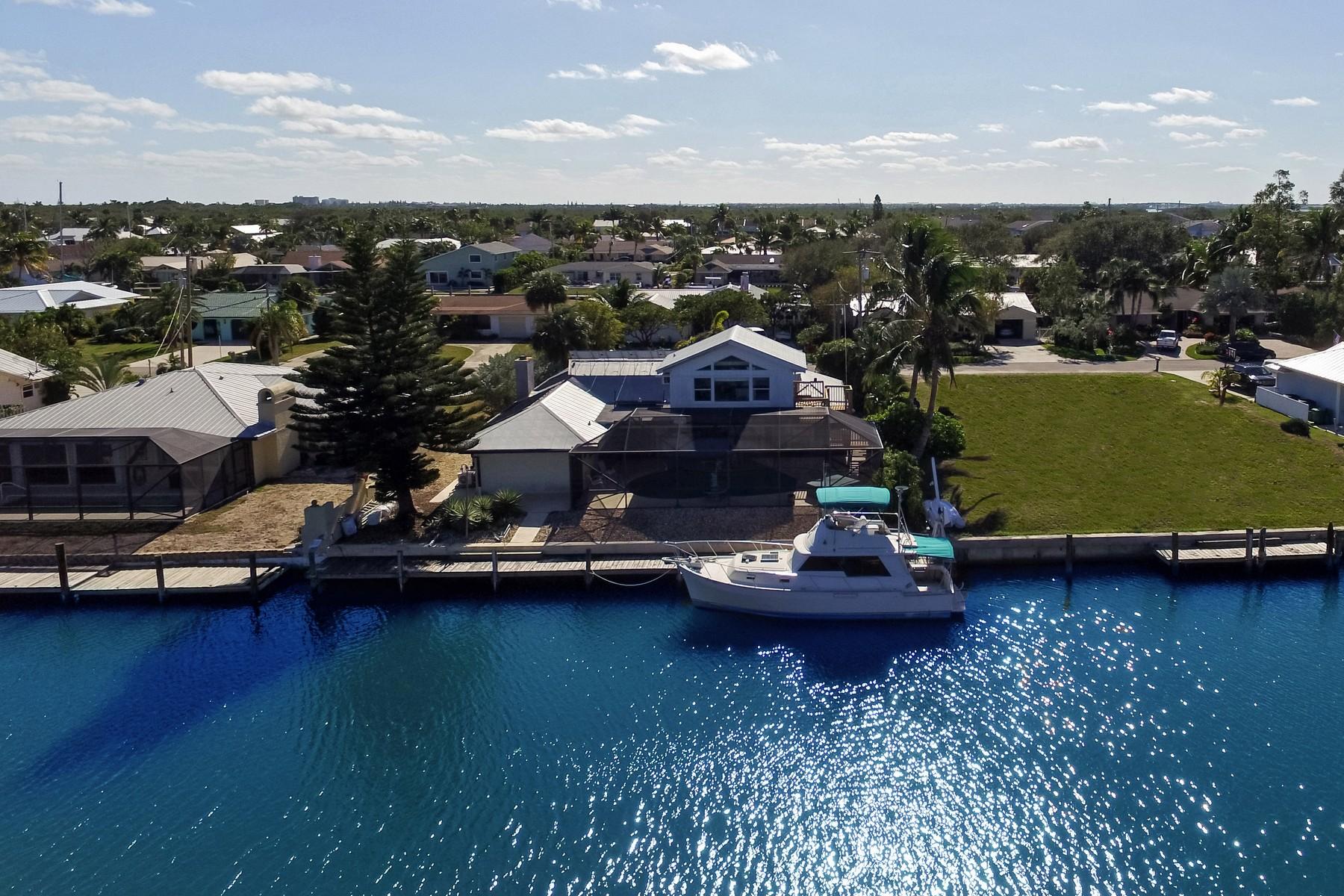 Maison unifamiliale pour l Vente à Remarkable Home in Coral Cove Beach 256 Marina Drive Fort Pierce, Florida, 34949 États-Unis