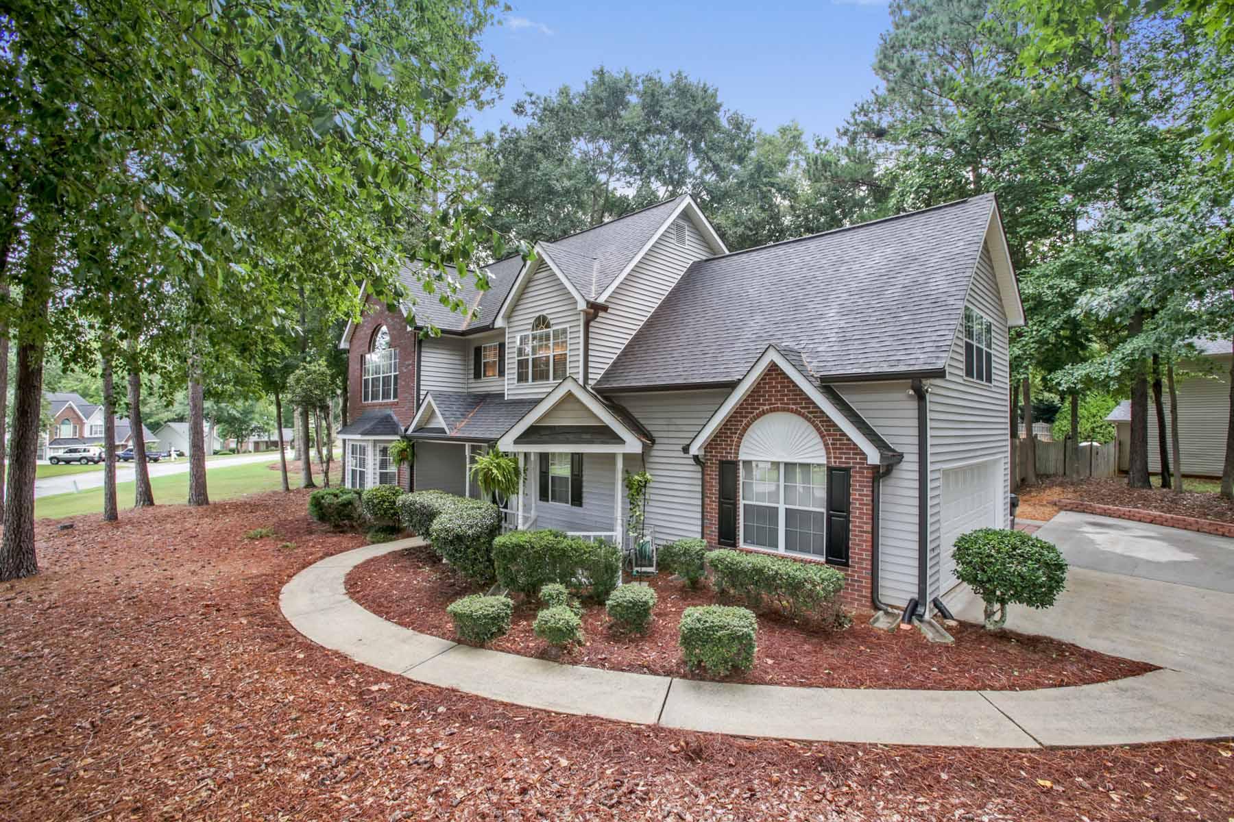 Tek Ailelik Ev için Satış at Beautiful Home Nestled in the Wonderful Waterford Green Neighborhood 142 Chadwick Drive Peachtree City, Georgia, 30269 Amerika Birleşik Devletleri