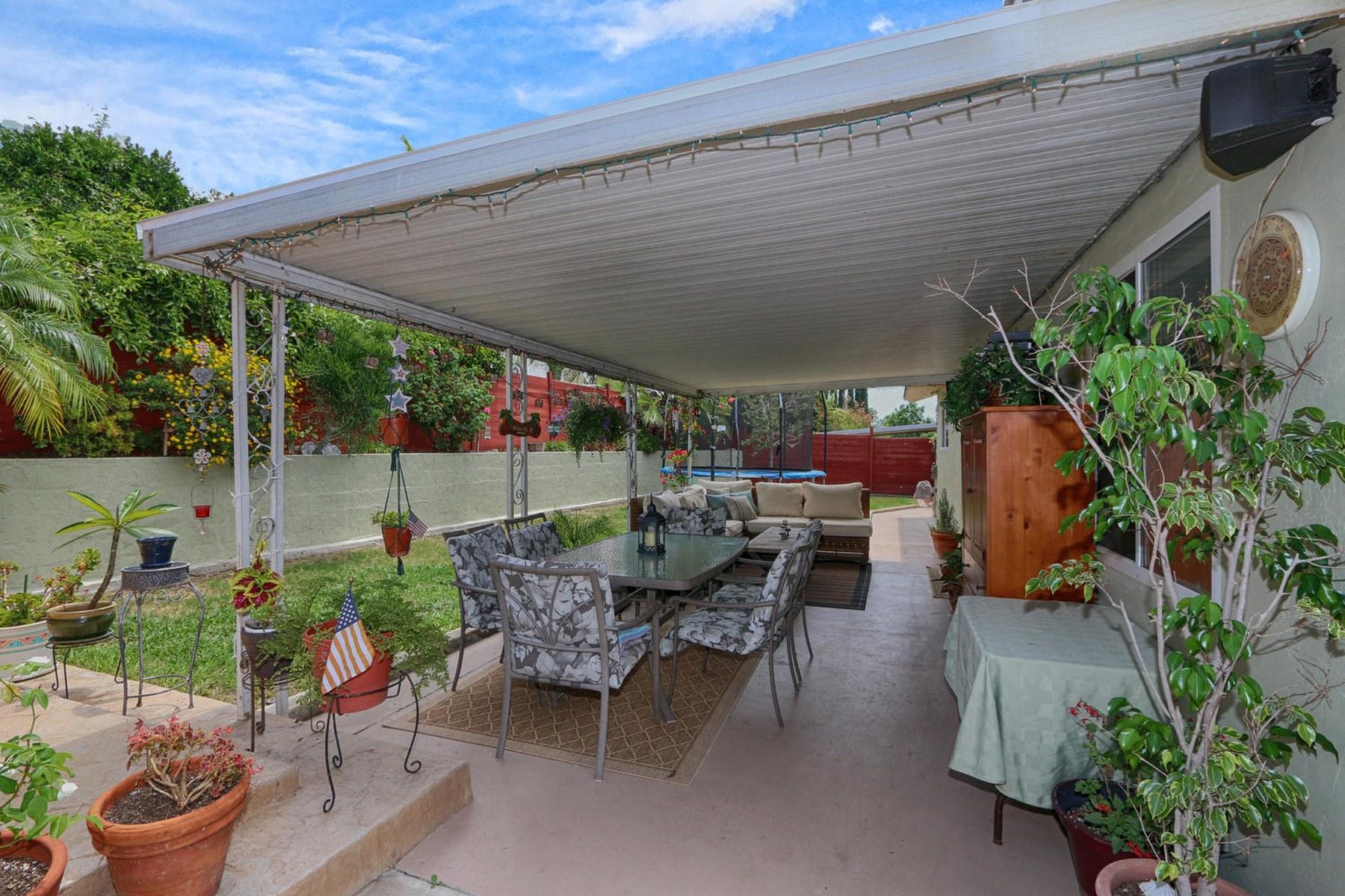 Maison unifamiliale pour l Vente à Lake Ariana 6267 Lake Ariana San Carlos, San Diego, Californie 92119 États-Unis