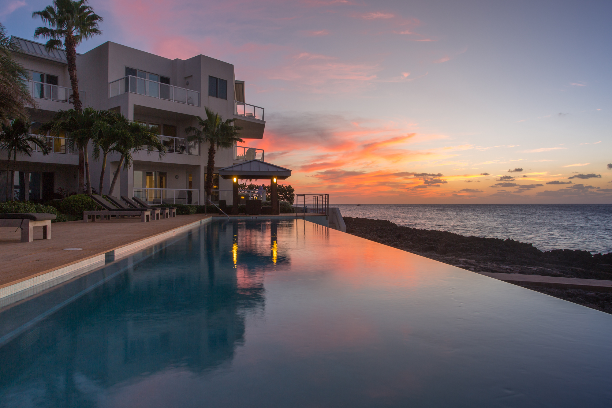 Additional photo for property listing at SeaView Residences SeaView Residences 102 S Church St George Town,  KY1 Cayman Islands