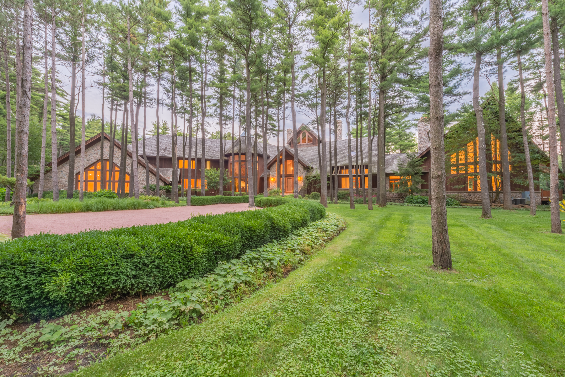 단독 가정 주택 용 매매 에 Northwoods Retreat on 33 Acres in Barrington Hills 207 Woodhaven Lane Barrington Hills, 일리노이즈, 60010 미국