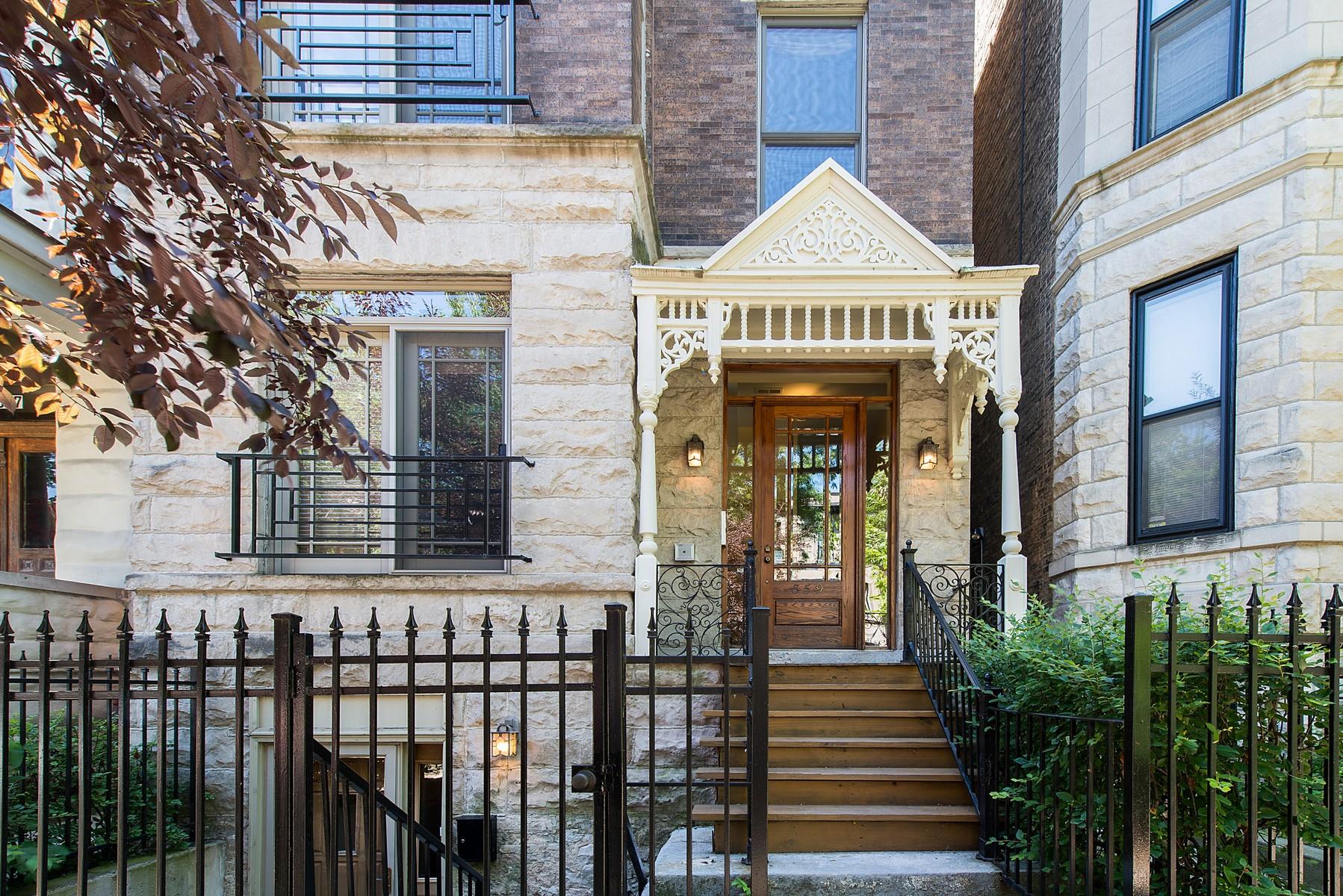 단독 가정 주택 용 매매 에 Penthouse Home with Soaring Ceilings 859 W Newport Avenue Unit 3 Lakeview, Chicago, 일리노이즈, 60657 미국