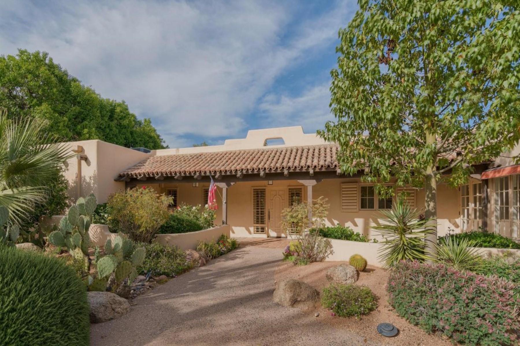 단독 가정 주택 용 매매 에 Historic and unique gated neighborhood Casa Blanca 5135 N Tamanar Way Paradise Valley, 아리조나, 85253 미국