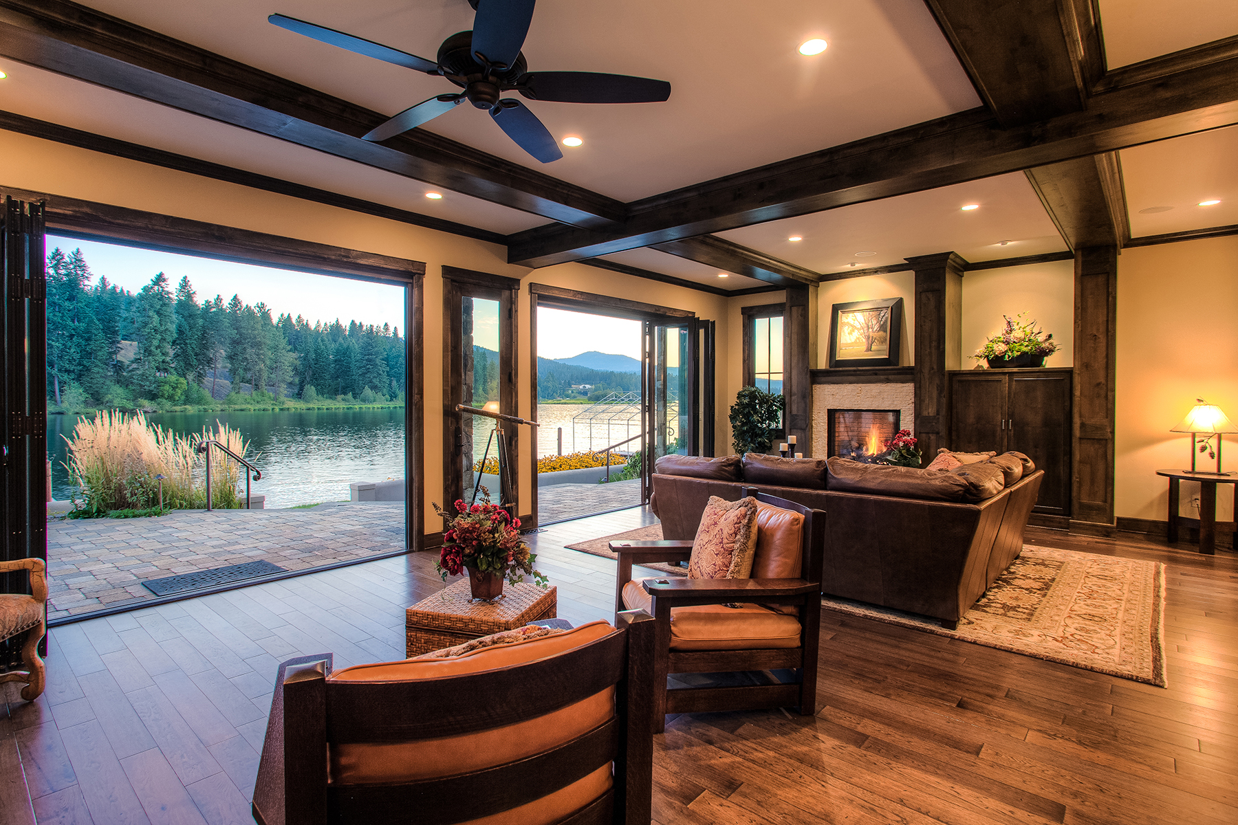 기타 주거 용 매매 에 Luxurious Riverfront Home 3824 W Shoreview Ln Coeur D Alene, 아이다호 83814 미국